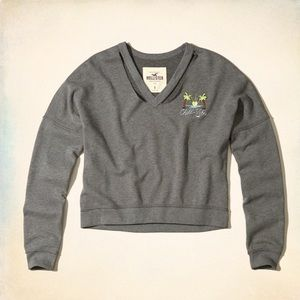 2b7fb1e093b2c8 Hollister V neck crop sweater (L)